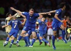 Италия вымучивает победу и проходит дальше.