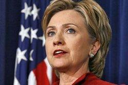Египтяне встретили Хиллари Клинтон градом из помидор и ботинок