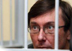 Милиционер упал без сознания во время допроса Юрия Луценко