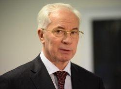 Николай Азаров пообещал сельским детям теплые туалеты