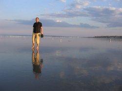 Ученые выяснили каким образом можно ходить по воде
