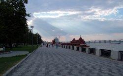 В Днепропетровске девушка упала с моста в Днепр
