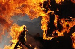 В Днепропетровске всю ночь горела кожгалантерейная фабрика