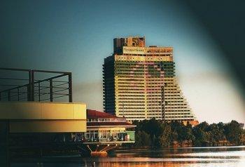 Самое высокое здание Днепропетровска украсил украинский флаг