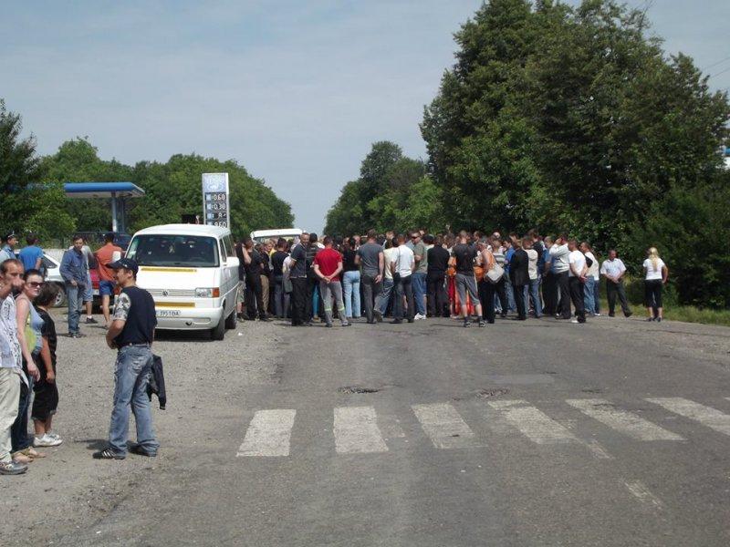 Родственники военнослужащих перекрыли дорогу в Житомирском районе Украины