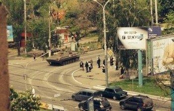 Мирные жители не могут выехать из охваченного огнем Мариуполя